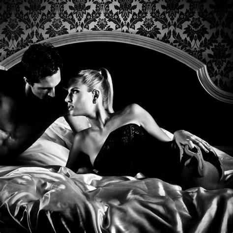 sesso sfrenato sul divano gli italiani e il freddo abitudini e passioni per i mesi