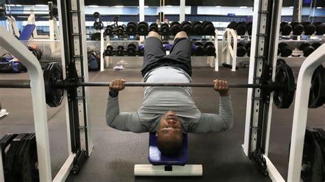 smith bench press los 5 ejercicios para pectorales m 225 s efectivos que existen