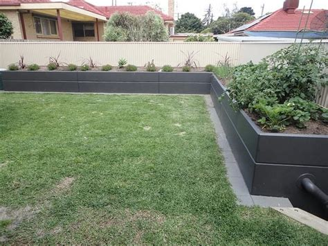 7 Best Retaining Walls Images On Pinterest Retaining Retaining Wall Garden Bed