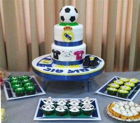 tarta fondant dos pisos tarta real madrid 2 pisos 4 de perla s tartas fondant