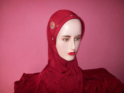 Jilbab Murah who is the in the liberty smash into a tree commercial newhairstylesformen2014