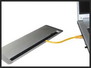 schreibtisch mit kabelschacht b 252 rom 246 bel kabelmanagement gitterkabelkanal cpu halter
