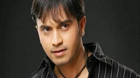 actor dies on stage marathi actor sagar shantaram dies on stage after