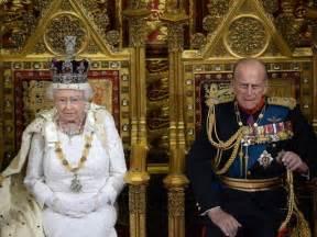 bow down queen elizabeth ii now world s oldest monarch
