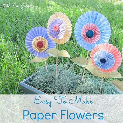 Folded Paper Flowers Tutorial - easy to make folded paper flowers
