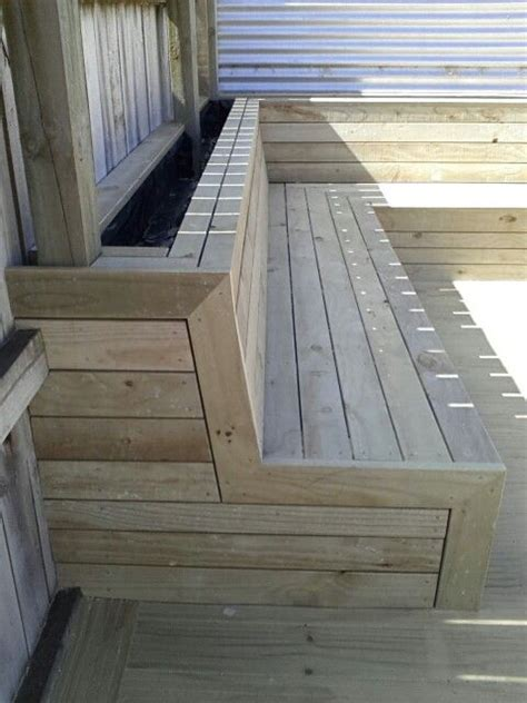 Planter Boxes With Seating by Best 25 Deck Bench Seating Ideas On Deck