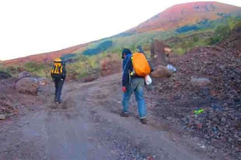 Ribuan Gunung Ribuan Alat Batu 12 pendaki tertimpa batu di gunung guntur