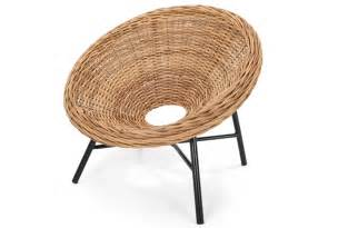 pin wicker chair on