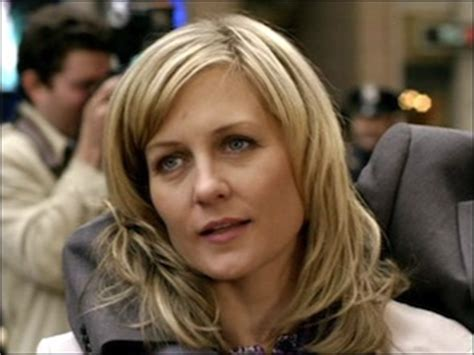 lindas hairstyle on blue bloods linda from blue bloods new haircut blue bloods s1
