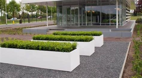 strakke tuin plantenbakken strakke witte vaste plantenbakken werkspot