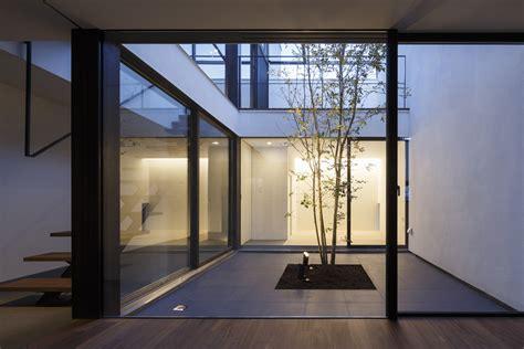 patio house apollo architects associates archdaily