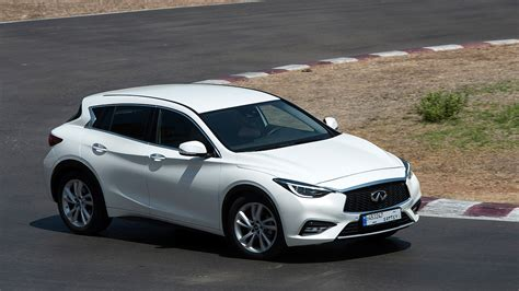 infiniti me 2016 infiniti q30 reviewmotoring middle east car news