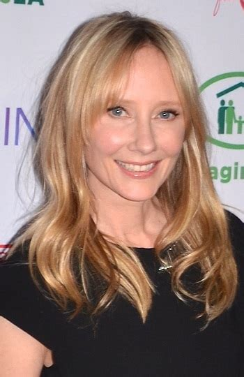 anne heche hairstyles hairstyles anne heche s long wavy hairstyle