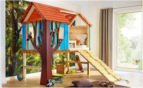 kinderbett bauen kinderbett baumhaus selber bauen daredevz