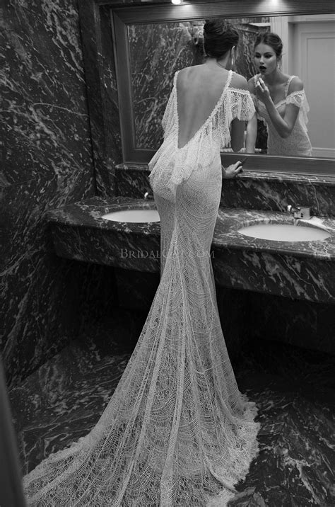 2014 Berta New Gorgeous Vintage Applique Off Shoulder Sleeveless Sweep Train Lace Backless