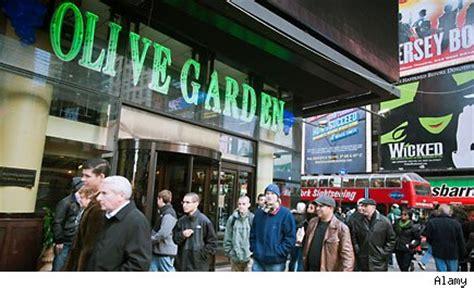 olive garden owner darden restaurants warns on 3rd quarter