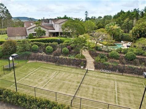 backyard tennis courts 25 best ideas about backyard tennis court on