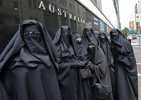 Jam Tangan Dakwah Muslimah Niqobis Niqab Cadar Jam Tangan Niqobis C9 parlemen australia cabut larangan memakai cadar kiblat