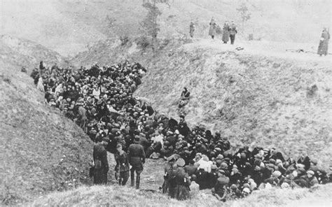 belzec concentration c a large of jews awaits execution in a ravine either