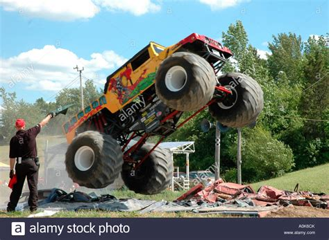 monster truck show ontario dragon slayer monster truck jumping over crushed cars 2
