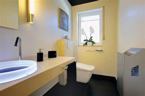wc mit wasserstrahl und föhn stilvolles g 228 ste wc f 252 r das wohl der besucher 187 livvi de