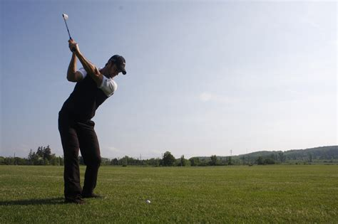 best swing the best golf swing is a strain free golf swing simple