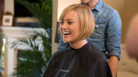 transition hairstyles for short haircut growing out growing out a pixie cut here s the perfect transition