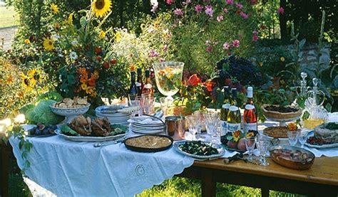 apparecchiare tavola in giardino tavola in terrazza e in giardino le regole per