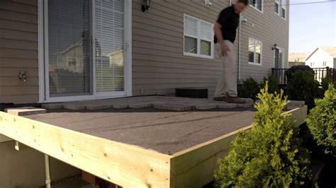 recouvrement patio beton convertir la surface d un patio de bois en dalles de b 233 ton