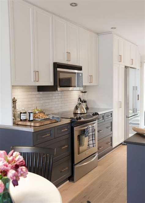 mix and match of great kitchen cabinet hardware ideas for 7 ideas for updating an old kitchen cabinet lighting