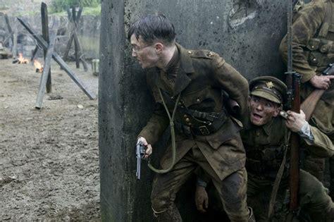 film gierra daniel radcliffe in una scena di guerra nel film my boy