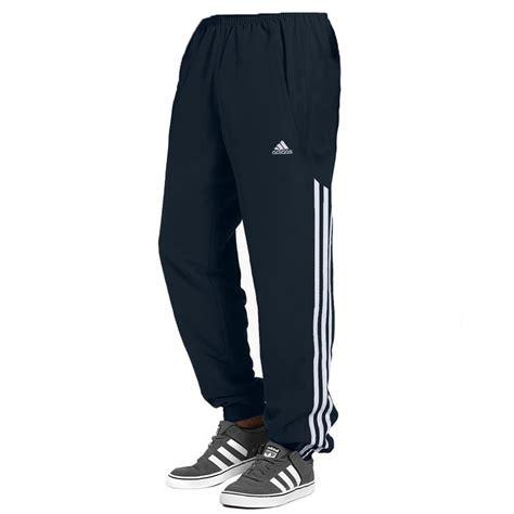 T Shirt Reebok 2 Abu adidas stinger adidas tuscany