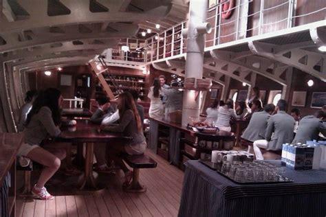 un barco zarpa a las 10am el barco zarpa en antena 3 y crea los twittersodios cineol