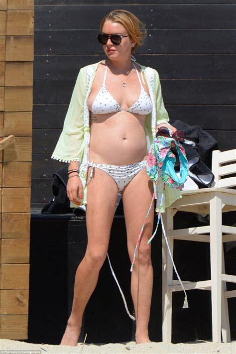 Get The Look Lindsay Lohans Bahama Bikinis by линдси лохан показала фигуру в купальнике папарацци