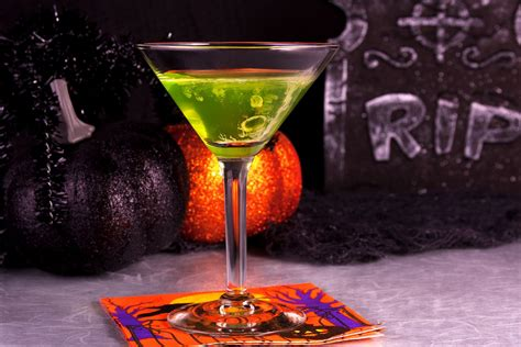 halloween drinks 40 haunting halloween cocktails and party shots