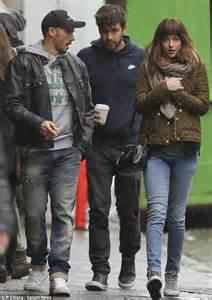 Rugged Leather Bag Dakota Johnson With Boyfriend Jordan Masterson On Set