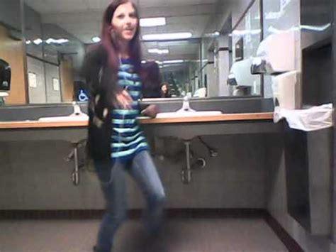 girl dancing in bathroom dancing in girls bathroom at college youtube