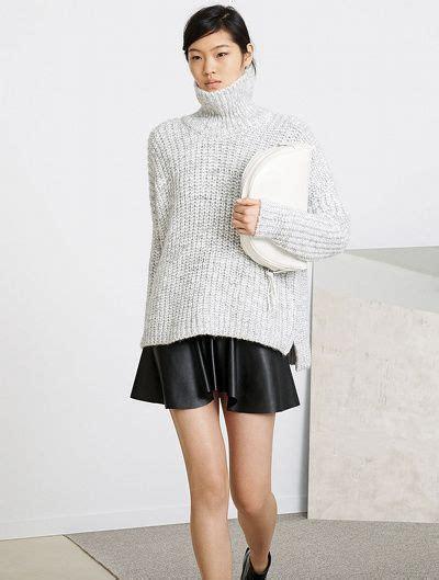 Dahlia Maxy Lacoste mini jupe 224 godets en cuir gros pull col chemin 233 le