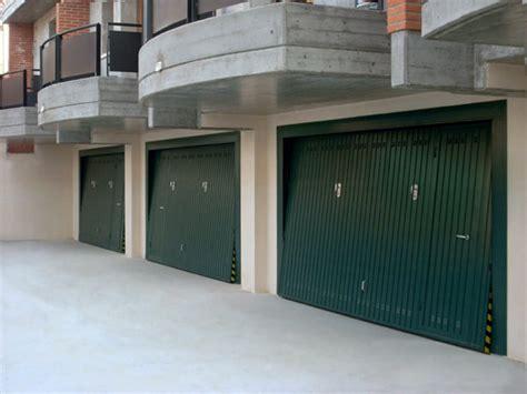 porte basculanti per box auto prezzi basculanti per garage reggio emilia suzzara manutenzione
