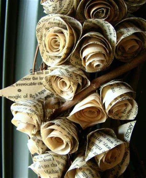 rosas de papel peridico rosas de papel peri 243 dico manualidades en papel