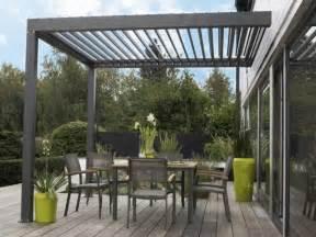 agréable Tonnelle Alu Leroy Merlin #6: auvent-de-terrasse-aluminium-sol-bois-table-chaises.jpeg