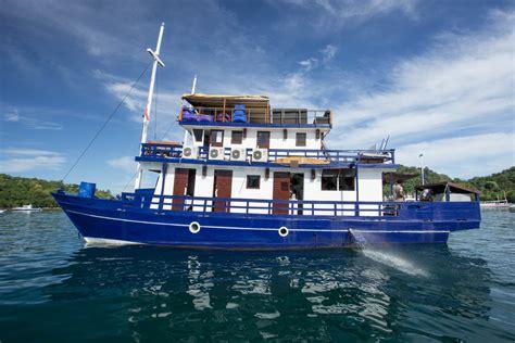 boat komodo diving liveaboards and day trips komodo dive center