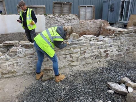 Costruire Un Muro Di Mattoni by Costruire Un Muro In Pietra Muratura Come Costruire Un
