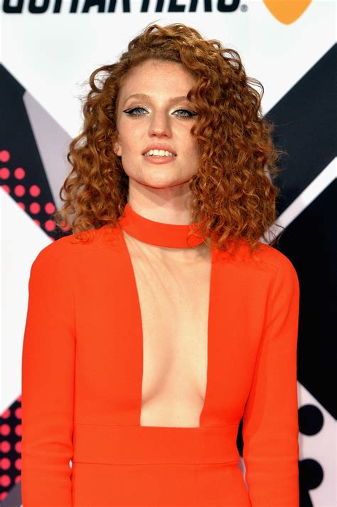 jess glynne n jess glynne aussie ruby rose leads the mtv emas most