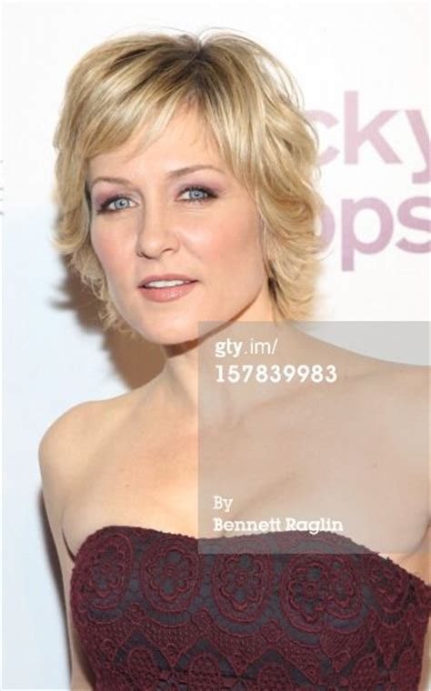 amy carlson shortest hairstyle her hair actresses and shops on pinterest