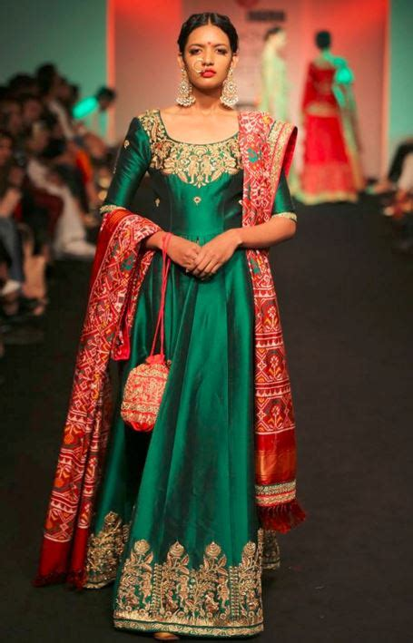 what to wear to an indian engagement ceremony engagement dresses
