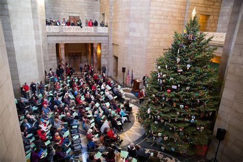 singing christmas tree 2018 grand island nebraska 400 attend lighting of nebraska state capitol tree a 24 foot spruce from lincoln