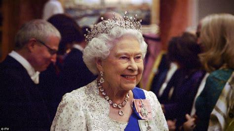 film dokumentalny o zespole queen двухчасовой документальный фильм о королеве елизавете ii