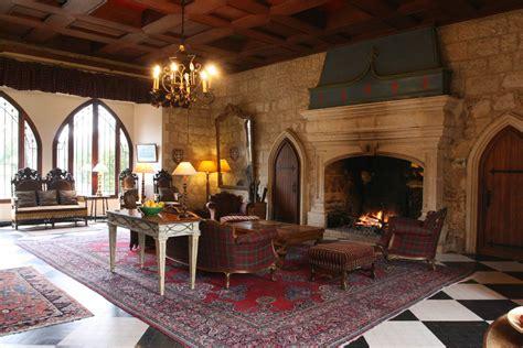 egg themed interiors in renaissance house of white оформление интерьера в средневековом стиле особенности