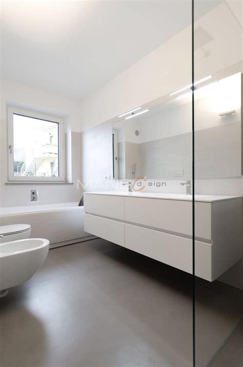 bagni con resina bagno con pavimento in resina mangodesign studio di